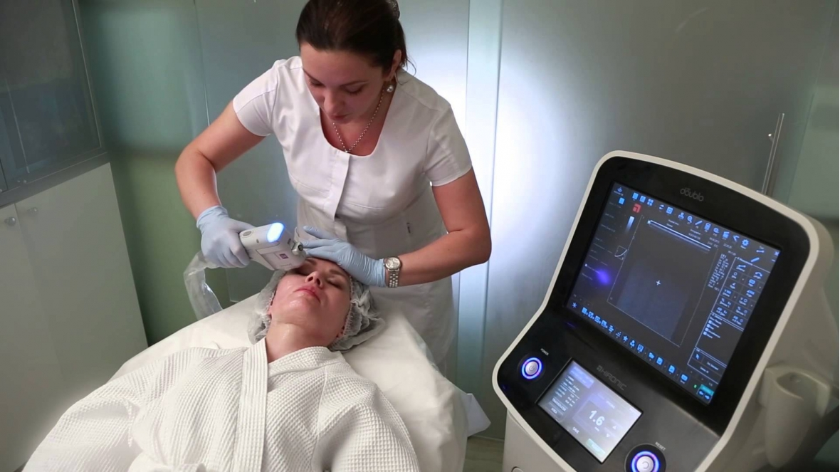 NON-INVASIVE SKIN LIFTING PROCEDURE WITH A HIGH INTENSITY FOCUSED